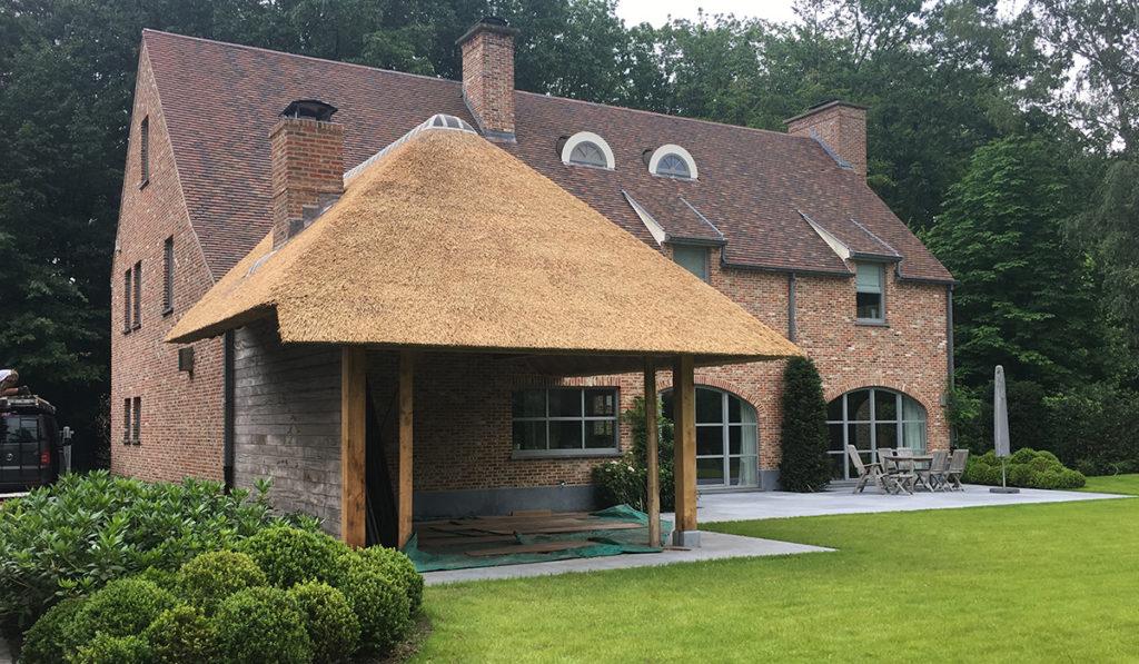 Rieten dak wat zijn de kosten per m voor het laten aanleggen